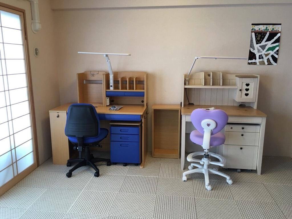 和室リニューアル!和室の畳にタイルカーペットを敷いて子供の学習机を