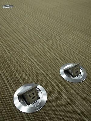 SKwh会議室タイルカーペット1606
