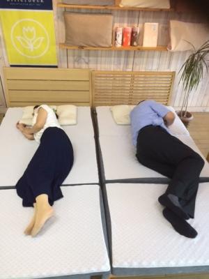 鍵和田さんと横向け寝