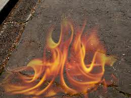 燃える道路