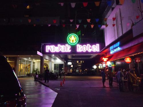 ラジャホテル 夜
