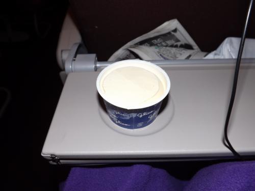 機内食 バニラアイス