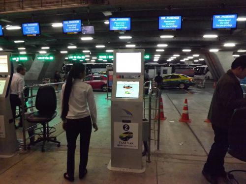 スワンナプーム空港 2FL パブリックタクシー発券機