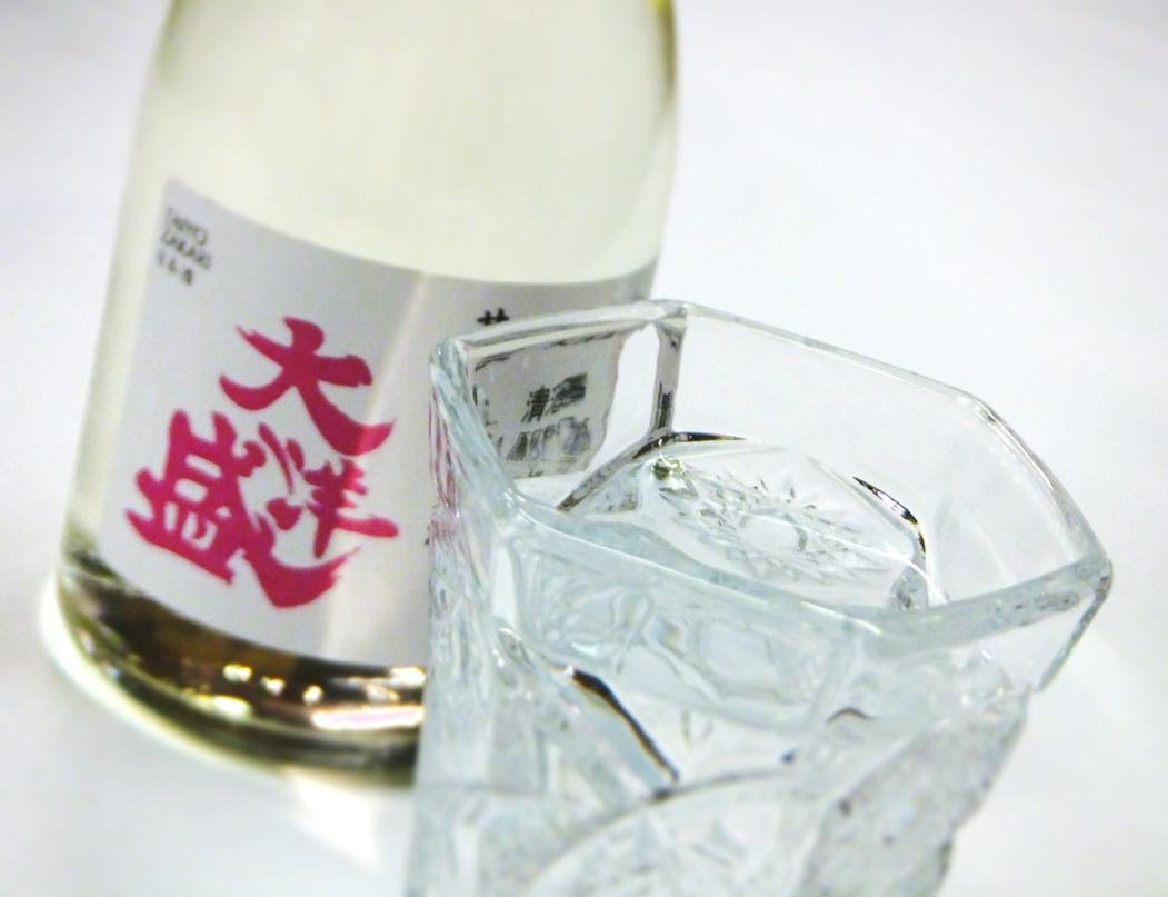 大洋 甘口 ピンクボトル グラス ヨコ