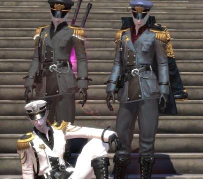 階段で軍服3人