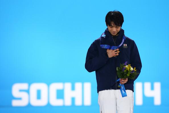 Yuzuru_Hanyu_Medal_Ceremony_Winter_Olympics_1cs3rq_A5WRl.jpg