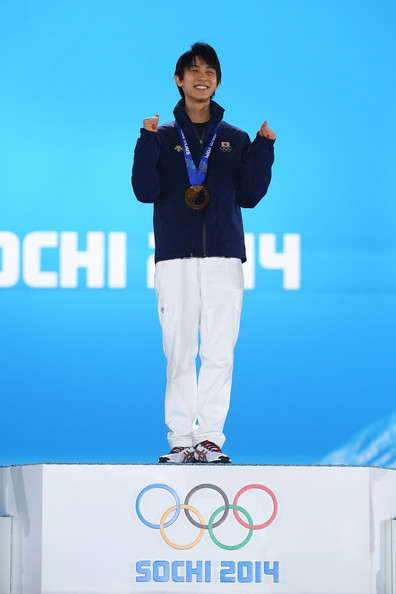 Yuzuru_Hanyu_Medal_Ceremony_Winter_Olympics_ayVXV0AfbILl.jpg