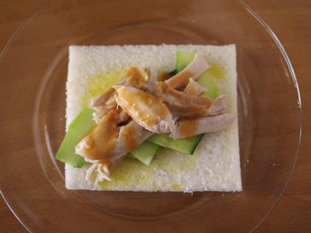蒸し鶏ときゅうりの味噌サンドシナイッチ01