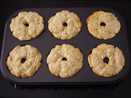 ホットケーキミックスとココナッツオイルの焼きドーナツ03