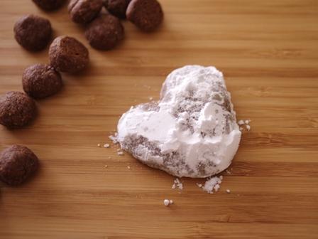 ココアパウダーとアーモンドパウダーで作るサクサク香ばしい塩ショコラボール09