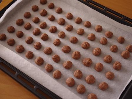ココアパウダーとアーモンドパウダーで作るサクサク香ばしい塩ショコラボール06