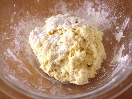 ホットケーキミックスで作る簡単ハムとチーズのカレーロールパン03