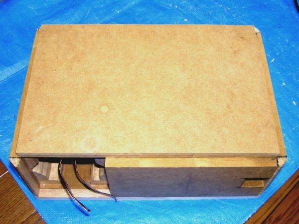 右側板(板番号3番)の貼り付け