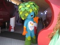 パラリンピックのマスコット着ぐるみ