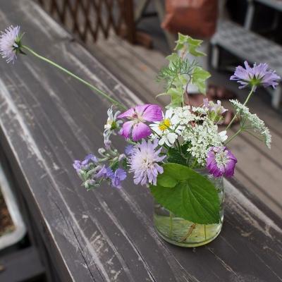 何気に飾られた花もセンスがあります