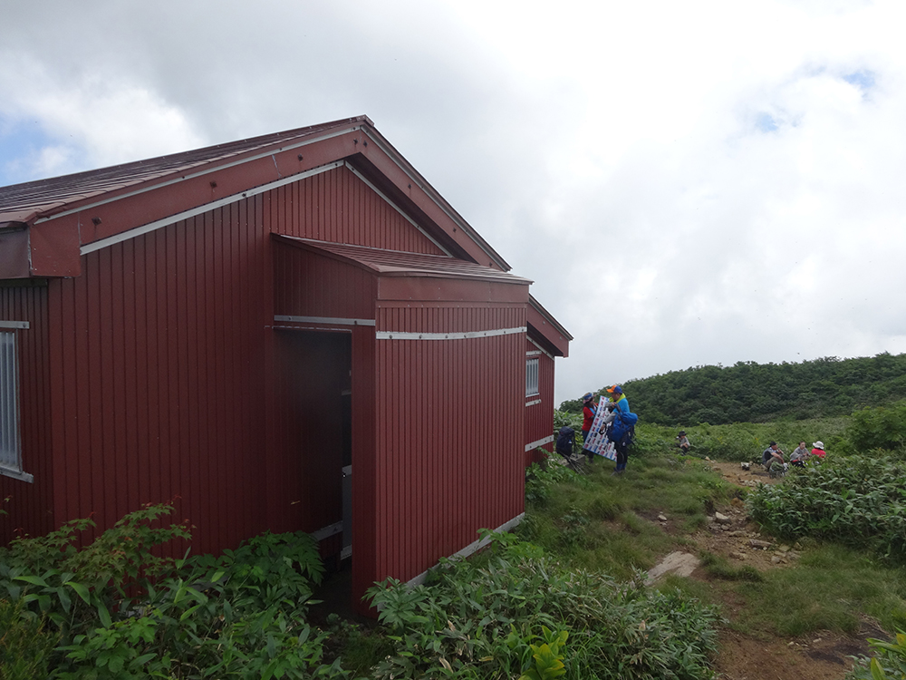 赤兎山避難小屋