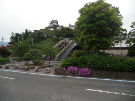 2 緑に映える福知山城