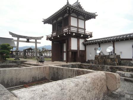 4 個性的な櫓(やぐら)や神社もある
