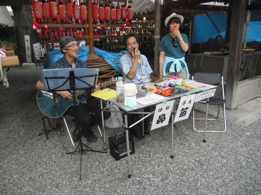 3 「鼻笛」を売る出店