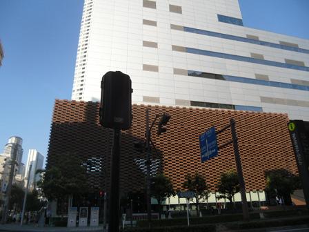 ③このアサヒ放送本社ビルの東側
