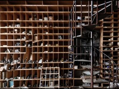 廃工場と螺旋階段