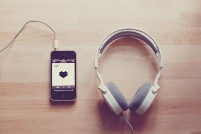 iPhoneとヘッドホン