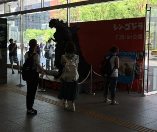 シン・ゴジラ立像 (1)