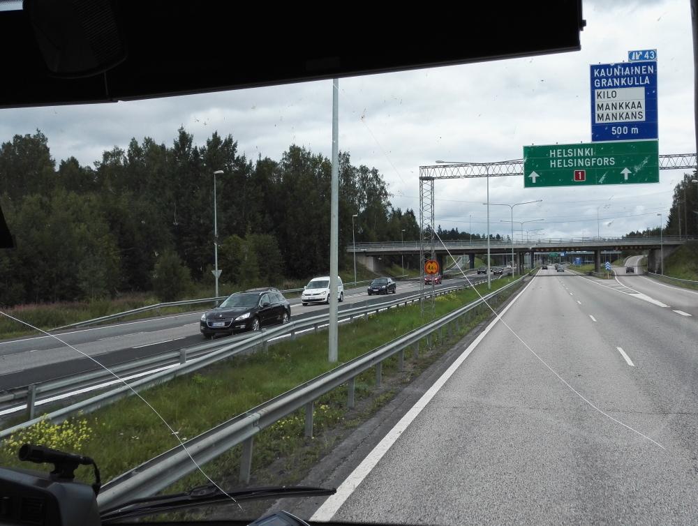 フィンランド バス フロントガラス ひび割れ
