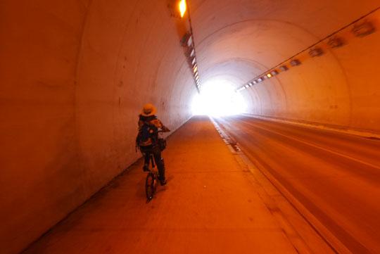 125トンネルを抜けて