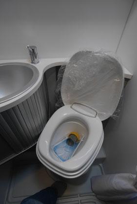 04トイレも
