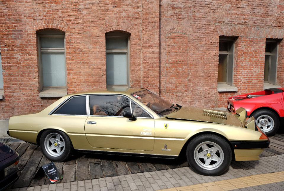 4429 フェラーリ 400i 960×645