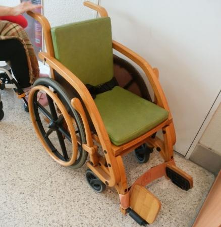 竹の車椅子