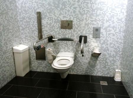 ウィーン空港車椅子用トイレ