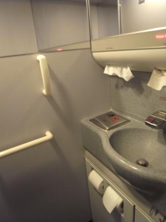 機内トイレ2