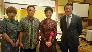 インドネシア料理フェア・高円宮妃(右から2目)