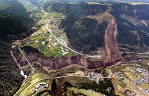 熊本地震による山崩れ