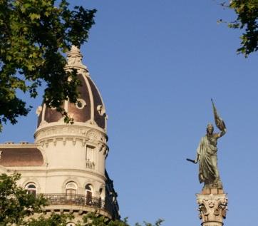 銅像 自由 宣言