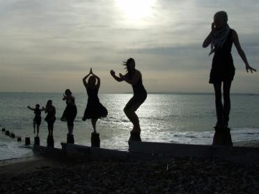 銅像 海 演技
