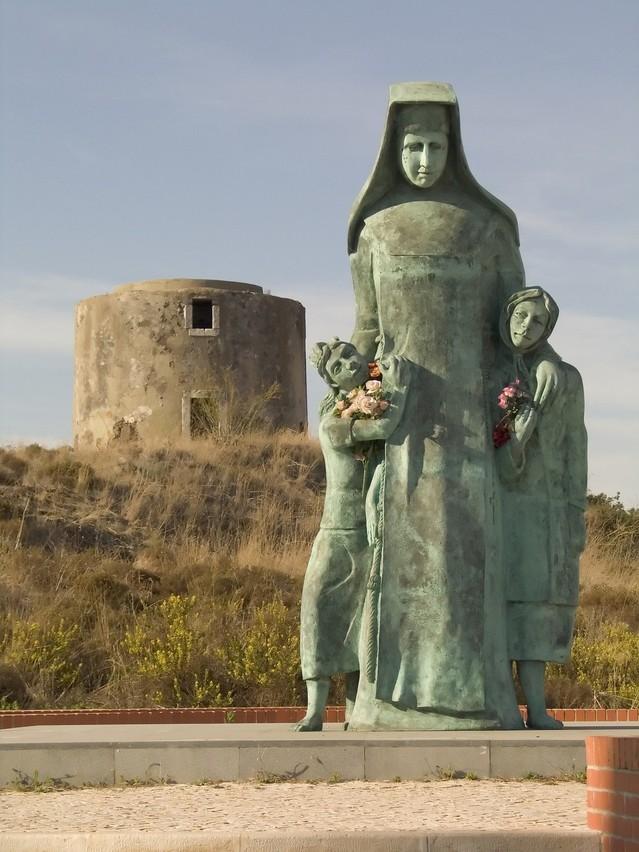 銅像 修道女 子供