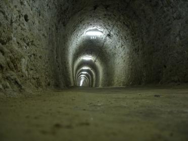 トンネル 空洞 出口