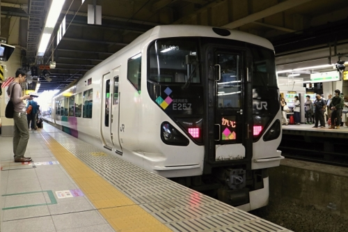 IMG_6696 特急かいじ 新宿駅ホーム
