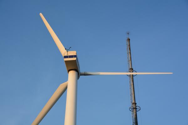 能生0515_風車と避雷針