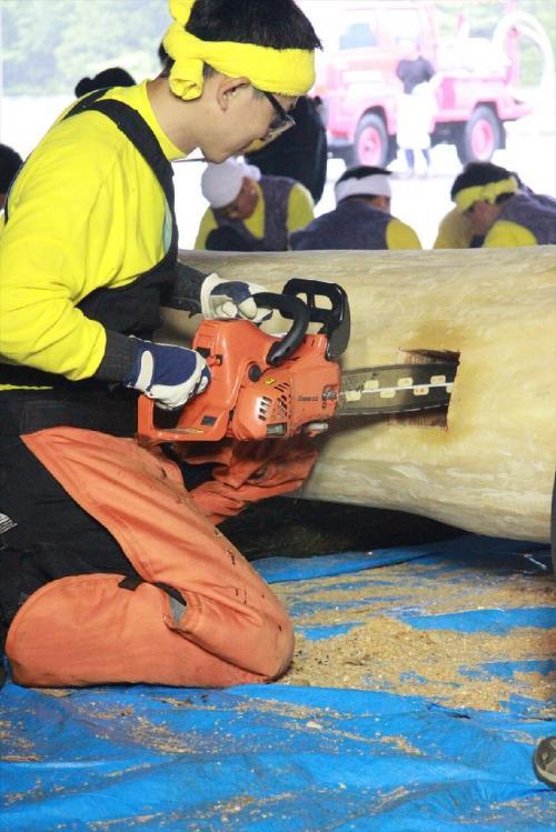 木造り0709_チェンソーで微調整