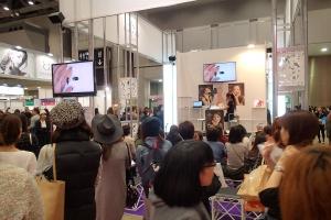 ジェルでつくるスノードームネイルアート 東京ネイルエキスポ2015ステージデモ中4 増田典子 満席後方から