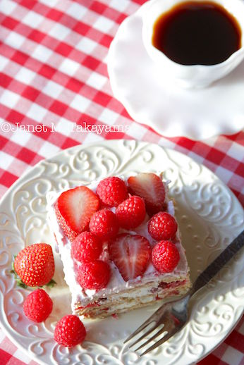 strawberryiceboxcake3.jpg