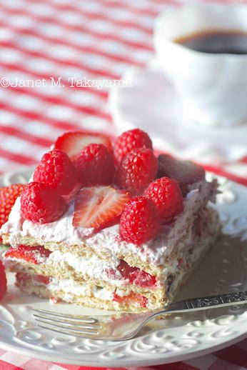 strawberryiceboxcake4.jpg