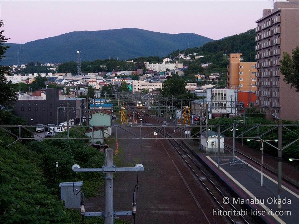 南小樽駅ホームの小樽築港駅方面