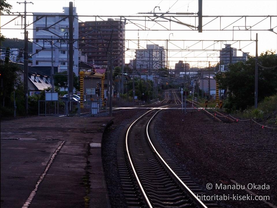 南小樽駅ホームの小樽駅方面