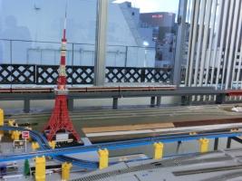 HOレイアウトにプラレールHO線路が設置されました。