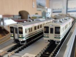 両毛線107系の鉄コレ改とGMとのライト点灯比較です。